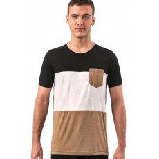 Camiseta Mesclada com Recortes e Bolso Contrastante