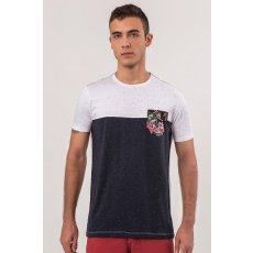Camiseta Bicolor Botonê com Bolso Diferenciado